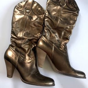 💚 Jessica Simpson Etched Western Boots